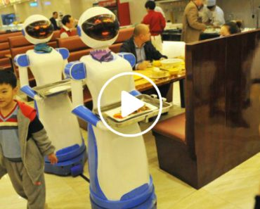 Restaurant In China Hires Robots As Waiters 3