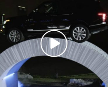 Watch a Range Rover Drive Over a Bridge Made Entirely Of Paper 8