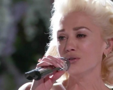 "Gwen Stefani's Emotional ""Voice"" Performance Brings Coaches To Their Feet 4"