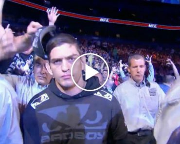 It Turns Out That UFC Fans Are Just A Bunch Of Hat Thieves 6