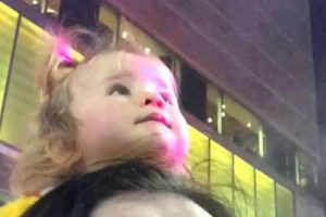 Little Girl's Reaction To Seeing Santa For The First Time Will Cheer Your Heart 12