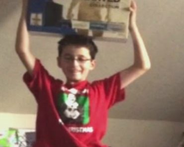 Boy Gets Disappointing Surprise On Christmas Morning 6