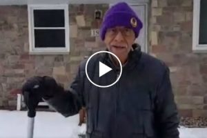 101 Year Old Man Shoveling Neighbor's Snow 12