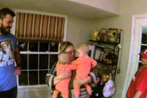 Grandmother Meets Twins For The First Time, Priceless Surprise! 11