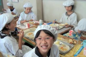 What Japanese Kids Do During Lunchtime Will Blow Your Mind 9