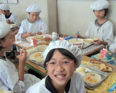 What Japanese Kids Do During Lunchtime Will Blow Your Mind 8