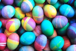 3 Simple & Easy Ways to Decorate Easter Eggs 10