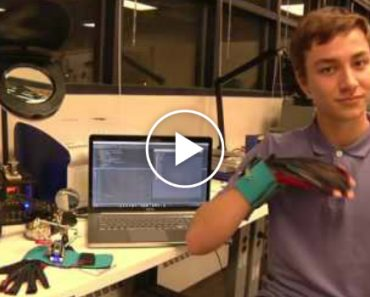 Inventors Create Gloves That Translates Sign Language Into Speech 4