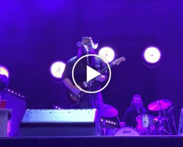 Chris Stapleton Turned In The Bluesiest Prince Cover You'll Ever Hear 5