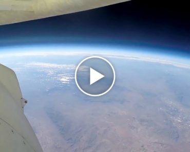 Onboard View Of Blue Origin Reentering The Atmosphere And Landing From 338,000 Feet 1