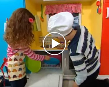 Mom Transforms Old TV Cabinet Into Amazing Toy Kitchen For Kids 4