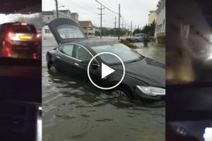 Tesla Model S Drive (Or Swim) Through A Flooded Tunnel 12