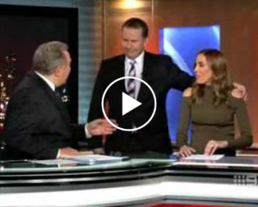 The Painfully Awkward Moment This TV Reporter Tries To Give His Colleague A Kiss 4