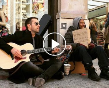 This Musician Plays Next To Homeless People To Help Them Get Back On Their Feet 8