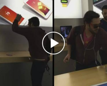 Angry Customer Smashes iPhones With Metal Ball In Apple Store 1