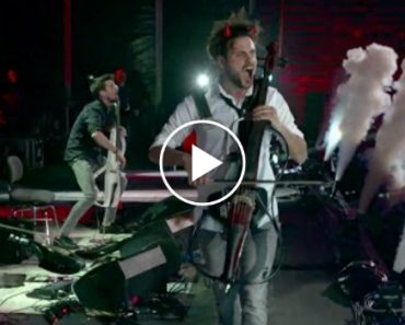 2Cellos Perform Live Versions Of 'Highway To Hell' And 'Thunderstruck' In The Distinct Style Of AC/DC 4