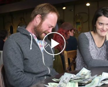 Incredible Act Of Kindness Gets Thousands Of Dollars To A Woman In Need 4