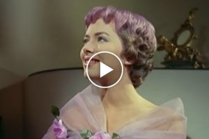 If You Thought Pastel Hair Colour Was A New Thing… Watch This Two-Tone Hairstyles From 1956 10