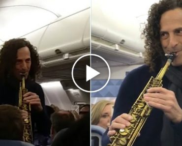 Kenny G Decided To Grace an Entire Flight With an Impromptu Performance 6