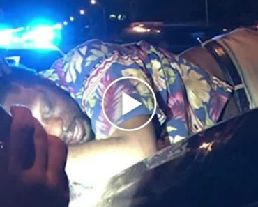 Man Drives 14 Miles On The Interstate With A Drunk Guy Sleeping On Top Of His Car Without Realizing 1