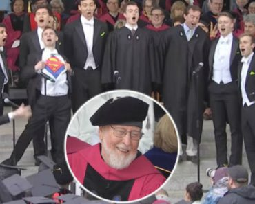 This Student a Capella Tribute To John Williams At The Harvard Commencement Is Incredible 3