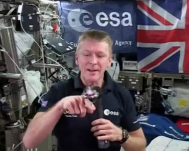 Astronaut Tim Peake Demonstrates Gyroscope-Stabilisation In Space 9