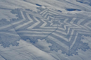Dedicated Artist Draws Giant Murals In Mountain Snow Using Only His Snowshoed Feet 11