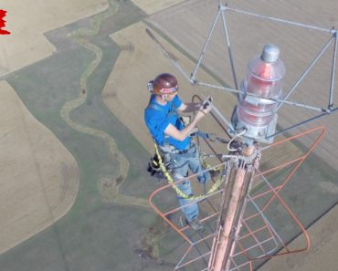 Watching a Man Change The Bulb In a 1500-Ft TV Tower Is Nerve-Wracking 5