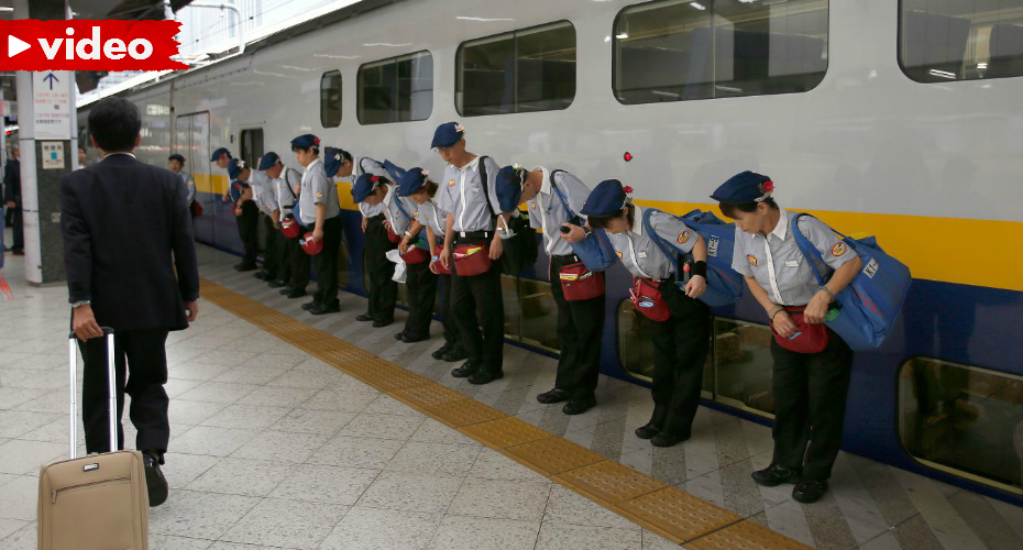 Workers Cleaning A Japanese Bullet Train In Only 7 Minutes