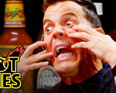 Steve-O Tells Insane Stories While Eating Spicy Wings 3
