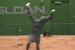 Arizona Diamondbacks and Chicago Cubs Engage in Hilarious Bullpen Battle During Baseball Rain Delay 10