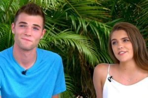 Tinder Couple Whose 3 Years Of Messages Went Viral Enjoys First Date In Hawaii 10