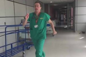 Junior Doctor's Hilarious Singing Rework Of Les Miserables With His Own Medical-Themed Lyrics 10