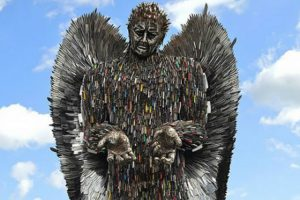 Sculptor Spends 2 Years Building Incredibly Cool Statue Out Of 100,000 Knives 18