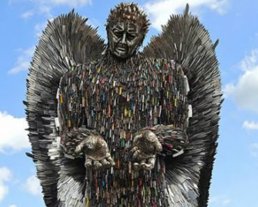 Sculptor Spends 2 Years Building Incredibly Cool Statue Out Of 100,000 Knives 14