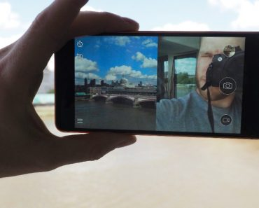 """Forget The Selfie, Nokia Wants Us To Take a """"Bothie"""" With Their New Smartphone 7"""