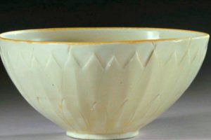 Bowl Bought For $3 At Yard Sale Sells For Over $2 Million At Auction 11