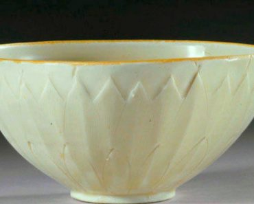 Bowl Bought For $3 At Yard Sale Sells For Over $2 Million At Auction 1