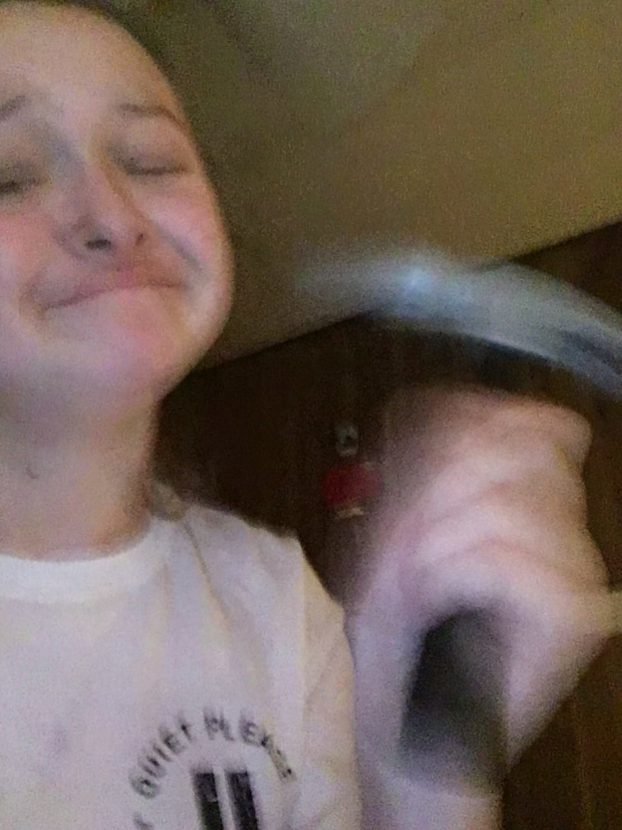 Teen Gets Hammer Stuck In Mouth, Asks Twitter For Help 4