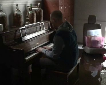 Haunting Video Shows Man Playing Piano Inside His Flooded Home 9