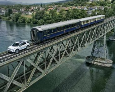 Land Rover Discovery Pulls a 108-Ton Train in Demonstration of Towing Power 6