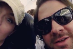 """Baffled Couple Suffer """"Most Annoying Game"""" During Flight By Crew 10"""