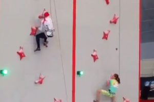 Woman Absolutely Destroys Indoor Rock Climbing Speed Course 10