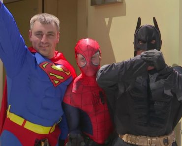 Superhero Window Cleaners Surprise Children In Hospital 3