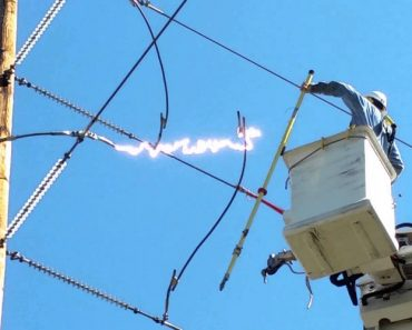 Power Line Worker Has Close Call After Electricity Runs Wild! 4