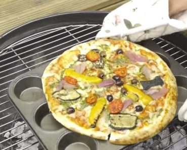 This Summer Grill Life Hack Will Show You How To BBQ Pizza 4