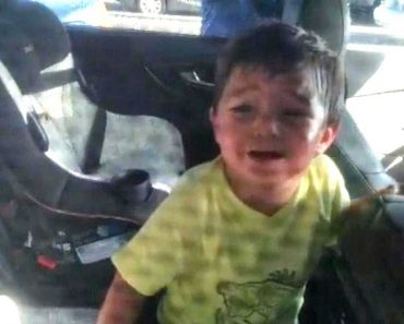 2-Year-Old Boy Who Accidentally Locked Himself Inside Car is Rescued By Cops 7