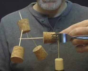 An Amazing Trick Balancing Toothpicks, Corks, and Forks on Top of a Single Toothpick 9