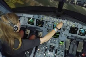 Inexperienced Girl Trying To Land Airbus A320 12