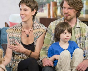 Off-The-Grid Parents Criticised After Their Child Pees Live On Television 8